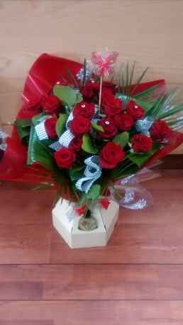 floral box valentine roses
